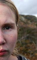 Portrett av jente på fjelltur i Setesdalen, portrait of a girl hiking in the mountain in Setesdalen