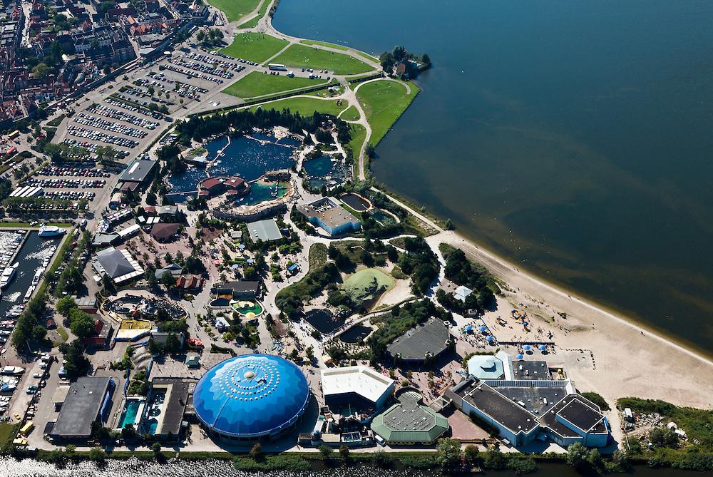 Nederland, Gelderland, Gemeente Harderwijk, 06-09-2010; Dolfinarium met bassins, speeltuin en strand..Dolphinarium with pools, playground and beach.luchtfoto (toeslag), aerial photo (additional fee required).foto/photo Siebe Swart
