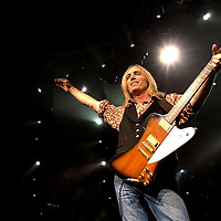 Tom Petty, of Tom Petty and The Heartbreakers performs at the Verzion Wireless Amphitheater in Charlotte, NC Saturday, July 20, 2002.<br /> Photo/Mike Spencer.