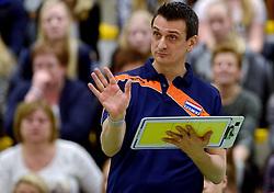 29-12-2015 NED: Nederland - Belgie, Almelo<br /> Op het 25 jaar Topvolleybal Almelo spelen Nederland en Belgie een oefen interland ter voorbereiding op het OKT dat maandag in Ankara begint. Nederland wint overtuigend met 3-0 / Coach Giovanni Guidetti