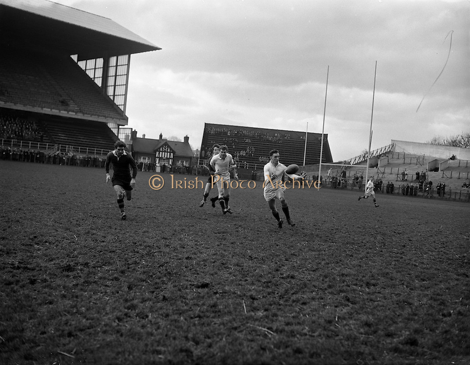 31/01/1959<br /> 01/31/1959<br /> 31 January 1959<br /> Final Irish Rugby International Trial at Lansdowne Road, Dublin.Whites Three-Quaters in action. N.H. Brophy (U.C.D.), (right) gathers the ball from a pass from Tony O'reilly who was tackled by Hewitt (centre).