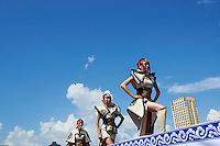 Mongolie, Oulan Bator, Place Sukhbaatar, concours du plus beau costume pour la fete du Naadam, defile de mode // Mongolia, Ulan Bator, Sukhbaatar square, costume parade for the Naadam festival, fashion show