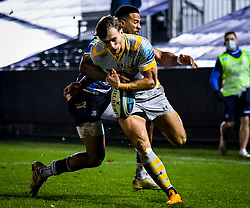 Anthony Watson of Bath Rugby attempts a tackle on Josh Bassett of Wasps - Mandatory by-line: Andy Watts/JMP - 08/01/2021 - RUGBY - Recreation Ground - Bath, England - Bath Rugby v Wasps - Gallagher Premiership Rugby