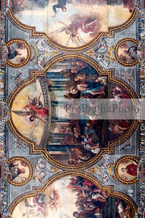 L'affresco presente sul soffitto della cattedrale di Ostuni, nella sua parte centrale