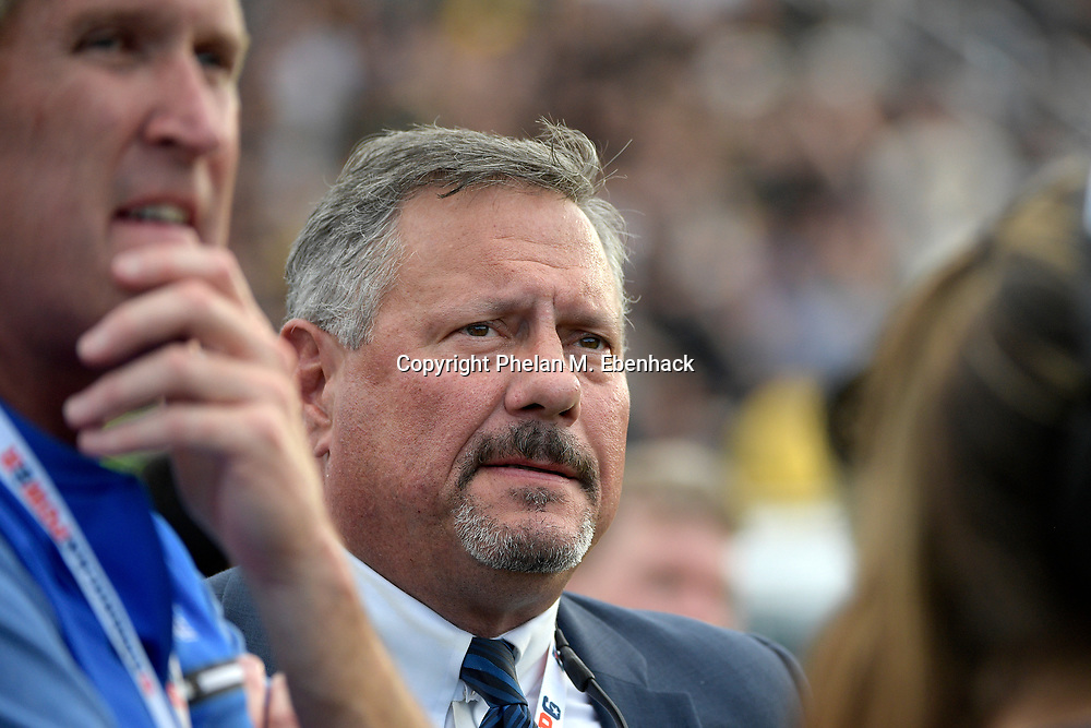 Memphis athletic director Tom Bowen, center, watches from the sideline during the second half of the American Athletic Conference championship NCAA college football game against Central Florida Saturday, Dec. 2, 2017, in Orlando, Fla. Central Florida won 62-55. (Photo by Phelan M. Ebenhack)