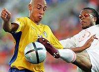 Fotball, 26. juni 2004, EM, Euro 2004, Sverige- Nederland, Henrik Larsson, Sverige og Edgar Davids, Nederland