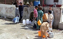 May 31, 2017 - Pakistan - QUETTA, PAKISTAN, MAY 31: People fill their drinking water can at public tap, due to .shortage of drinking water in their area during the Holy month of Ramadan Mubarak in Quetta .on Wednesday, May 31, 2017. (Credit Image: © PPI via ZUMA Wire)