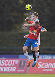 Nikolaj Hansen (FC Helsingør) og Kim Aabech (Hvidovre IF) under kampen i 1. Division mellem Hvidovre IF og FC Helsingør den 15. september 2020 på Pro Ventilation Arena, Hvidovre Stadion (Foto: Claus Birch).