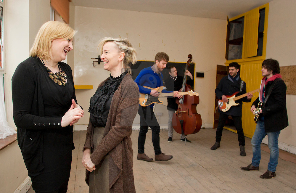 """Repro Free: 16/01/2013.""""Class Act"""".Pictured at the unveiling of BIMM Dublin's new and exciting second premises is College Manager Dara Kilkenny.With singer-songwriter, Cathy Davey and first and second year students Brendan McGlynn, Bernard Kavanagh, Jonathan Bogle and Shea Tohill, to announce its expansion for the academic year 2013/2014. The new premises are located less than five minutes' walk from its headquarters on Francis Street, Dublin 8. For more information visit www.bimm.co.uk/dublin"""
