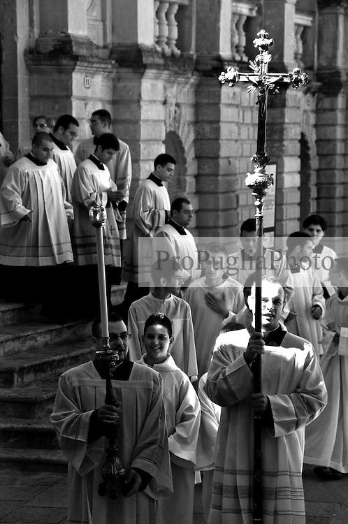 Lecce - Processione precedente la Santa Messa in onore del Santo. Processione per accompagnare l'arcivescovo nel Duomo di Lecce.