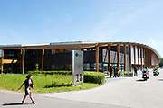 """Koningin Maxima opent """"groene"""" fabriek van Unipro in Haaksbergen. Unipro is producent en leverancier van vloersystemen.Met de bouw van de nieuwe fabriek zijn duurzaamheid en moderne productiemethoden gecombineerd.<br /> <br /> Queen Maxima opens """"green"""" factory Unipro Haaksbergen. Unipro is a producer and supplier of vloersystemen.Met the construction of the new plant, sustainability and modern production methods combined.<br /> <br /> Op de foto / On the photo: fabriek van Unipro"""