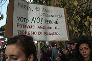 No Renzi Day manifestanti a Roma per la manifestazione nazionale contro il referendum costituzionale 2016.<br />