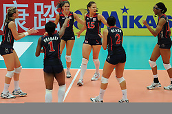 25-08-2010 VOLLEYBAL: WGP FINAL USA - POLAND: BEILUN NINGBO<br /> Stacy Sykora, Cynthia Barboza, Jordan Larson, Logan Tom and Alisha Glass<br /> ©2010-WWW.FOTOHOOGENDOORN.NL