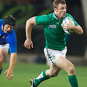 Tommy Bowe, Ireland, cuts through the Italian defence to set up a try fro Brian O'Driscoll during the Ireland V Italy Pool C match during the IRB Rugby World Cup tournament. Otago Stadium, Dunedin, New Zealand, 2nd October 2011. Photo Tim Clayton...