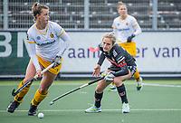 AMSTELVEEN -   Rosa Fernig (DenBosch) met  Lauren Stam (Adam)  tijdens  de hoofdklasse hockey competitiewedstrijd dames, Amsterdam-Den Bosch (0-1)  COPYRIGHT KOEN SUYK