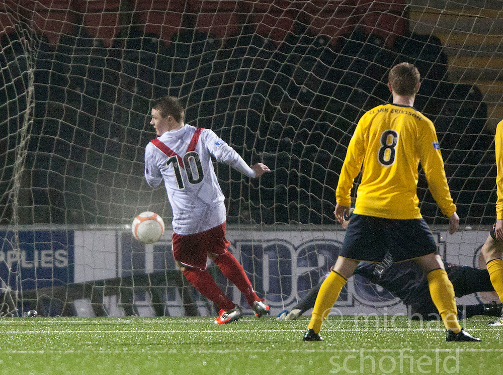 Airdrie United's Ryan Donnelly scoring their goal..Airdrie United 1 v 4 Falkirk, 22/12/2012..©Michael Schofield.