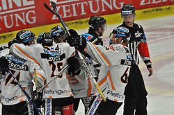 23.02.2010, Stadthalle, Villach, AUT, EBEL, EC VSV vs EHC Black Wings Linz, im Bild Torjubel Linz, EXPA Pictures © 2010, PhotoCredit: EXPA/ H. Sobe / SPORTIDA PHOTO AGENCY