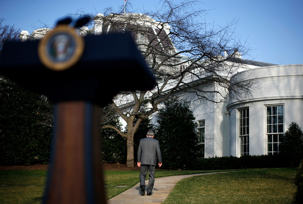 U.S. President George W. Bush walks back to the Oval Office after making remarks on the Foreign Intelligence Surveillance Act at the White House in Washington March 13, 2008.  Reuters/Jim Young