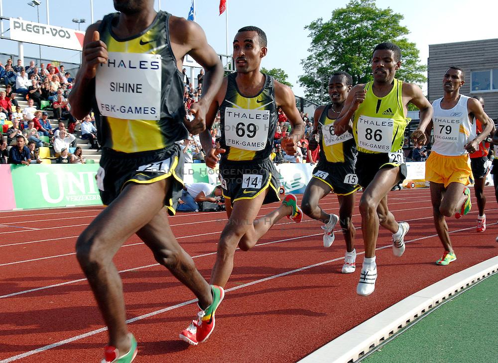 26-05-2007 ATLETIEK: THALES FBK GAMES: HENGELO<br /> Sileshi Sihine ETH wint de 10000 meter rechts Haile Gebrselassie<br /> ©2007-WWW.FOTOHOOGENDOORN.NL