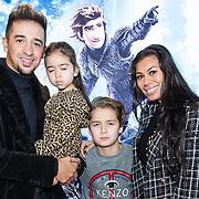 NLD/Amsterdam/20190112 - Premiere Hoe Tem je een Draak 3, Yes-R  met partner Cheyen van Slee en zoontje Yessim en dochter Celine