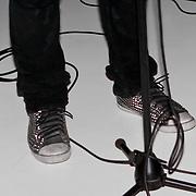"""NLD/Rotterdam/20110422 - Boekpresentatie en Gouden plaat voor Kane """"Singles Only"""" , schoenen Dinand Woesthoff"""