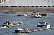 Nederland, Nijmegen, 30-11-2011Drukke scheepvaart op de Waal. Door de langdurige droogte is de waterstand zeer laag voor de tijd van het jaar. Schepen worden minder zwaar beladen, waardoor er meer schepen ingezet moeten worden.Foto: Flip Franssen/Hollandse Hoogte