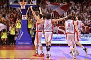 DESCRIZIONE : Reggio Emilia Lega A 2014-15 Semifinale Gara 6 Grissin Bon Reggio Emilia - Umana Venezia <br /> GIOCATORE : Grissin Bon Reggio Emilia<br /> CATEGORIA : esultanza mani post game postgame <br /> SQUADRA : Grissin Bon Reggio Emilia<br /> EVENTO : Campionato Lega A 2014-2015 <br /> GARA : Semifinale Gara 6 Grissin Bon Reggio Emilia - Umana Venezia<br /> DATA : 09/06/2015<br /> SPORT : Pallacanestro <br /> AUTORE : Agenzia Ciamillo-Castoria/GiulioCiamillo<br /> Galleria : Lega Basket A 2014-2015  <br /> Fotonotizia : Reggio Emilia Lega A 2014-15 Semifinale Gara 6 Grissin Bon Reggio Emilia - Umana Venezia