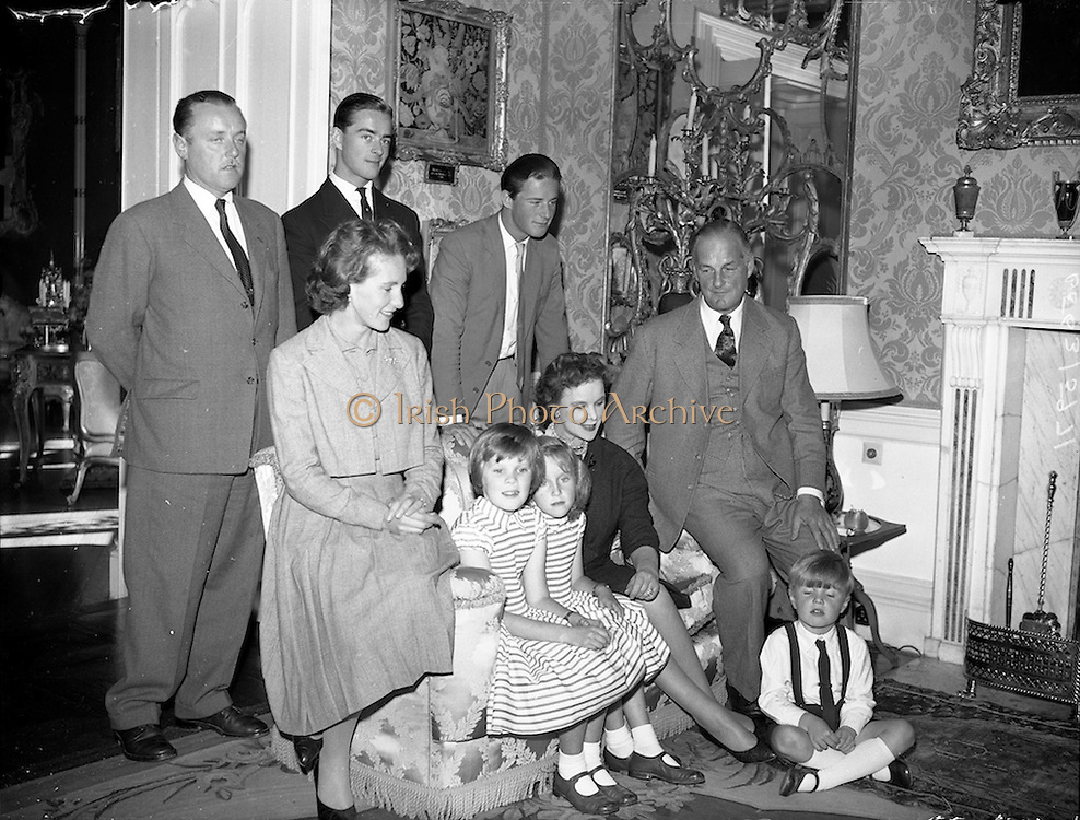 19/09/1960<br /> 09/19/1960<br /> 19 September 1960<br /> Earl and Countess of Rosse and family at Birr Castle, Co.Offaly. L-R Back row: John Eustace Vesey, 6th Viscount de Vesci; Brendan Parsons, Baron Oxmantown and the Hon. Martin Parsons. Front Row: Susan Vesey, Viscountess de Vesci, her children Emma, Catherine an Tom; Anne Messel, Countess Rosse andLawrence Michael Harvey Parsons, 6th Earl of Rosse. Birr Castle, Co. Offaly.