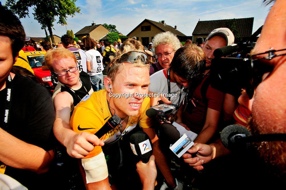 Valkenbourg, 20060604. Tour de France. Thor Hushovd mistet den gule ledertrøya til Tom Boonen. Rett etter målpassering. Bandasje på den skadde armen.....Foto: Daniel Sannum Lauten / Dagbladet *** Local Caption *** Hushovd,Thor