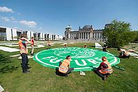 24 APR 2020, BERLIN/GERMANY:<br /> Aktion von Fridays for Future im Rahmen von Netzstreik fuers Klima, #netzstreikfuersklima : Aktivisten befestigen ihr Logo und hunderte von Schildern mit Forderungen zur Rettung des Klimas auf dem Platz der Republik vor dem Deutschen Bundestag / Reichstagsgebaeude<br /> IMAGE: 20200424-01-026<br /> KEYWORDS: Demo, Demonstration, Protest, Klimawandel, climate change, action, #netzstreikfürsklima