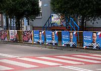 Wysokie Mazowieckie, woj. podlaskie, 12.07.2020. Druga tura wyborow prezydenckich 2020 w powiecie wysokomazowieckim. W 1 turze wyborow na Andrzeja Dude glosowalo tu 71% wyborcow a w niektorych gminach nawet ponad 80% N/z plakaty wyborcze Rafala Trzaskowskiego i plakaty wyborcze Andrzeja Dudy kandydata PiS w wyborach fot Michal Kosc / AGENCJA WSCHOD