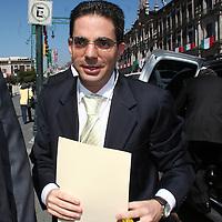 Toluca, Mex.- Alberto Bazbaz Sacal, procurador de justicia de la entidad, llegando al recinto legislativo para presenciar el acto protocolario del tercer informe de gobierno. Agencia MVT / Etna Aguilar. (DIGITAL)<br /> <br /> <br /> <br /> NO ARCHIVAR - NO ARCHIVE