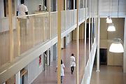 Nederland, Nijmegen, 14-12-2011Medewerkers van een ziekenhuis lopen door de gang.Foto: Flip Franssen