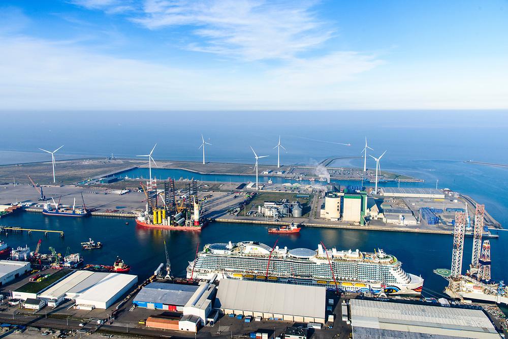 Nederland, Groningen, Eemshaven, 04-11-2018; Julianahaven met  in de voorgrond LNG Cruiseschip Aida Nova. Daarachter jack-up kraanschip Pacific Osprey.<br /> Eems harbour w cruis ship and a crane ship.<br /> <br /> luchtfoto (toeslag op standaard tarieven);<br /> aerial photo (additional fee required);<br /> copyright © foto/photo Siebe Swart