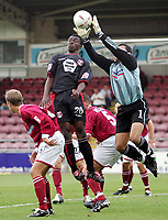Fotball<br /> Foto: SBI/Digitalsport<br /> NORWAY ONLY<br /> <br /> Northampton v Leyton Orient<br /> Coca-Cola Football League 2<br /> Sixfields Stadium.<br /> 28/08/2004<br /> <br /> Leyton Orient's Gabriel Zakuani tries for goal but is saved by goalie Lee Harper