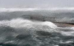September 10, 2017 - Boynton Beach, FL, USA - Hurricane Irma arrives at the Boynton Beach inlet. Boynton Beach, FL. 9/10/17. Staff Photographer Jim Rassol  (Credit Image: © Sun-Sentinel via ZUMA Wire)