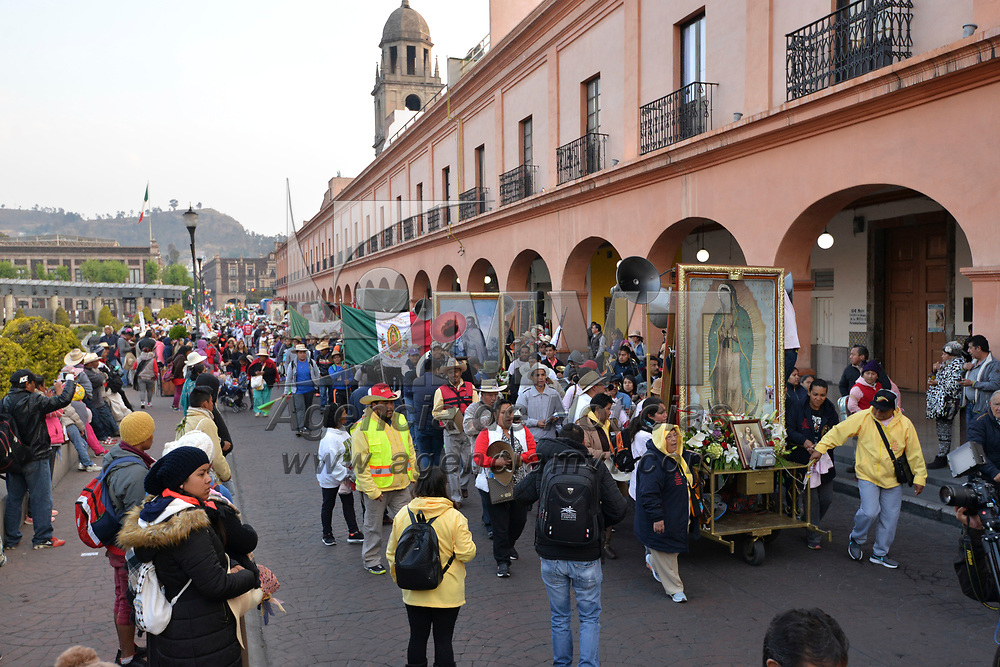 Toluca, México (Febrero 19, 2018).- Más de 18 mil peregrinos partieron esta mañana de la ciudad de Toluca en la peregrinación anual de Toluca a la Basílica de Guadalupe, en la Ciudad de México.  Agencia MVT / Crisanta Espinosa.
