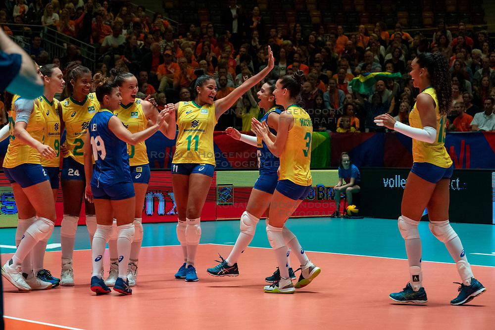 28-05-2019 NED: Volleyball Nations League Netherlands - Brazil, Apeldoorn<br /> <br /> Roberta Silva Ratzke #9 of Brazil, Lorenne Geraldo Teixeira #24 of Brazil, b10/, Tainara Lemes Santos #11 of Brazil, Macris Carneiro #3 of Brazil