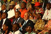 Marcelo Rebelo de Sousa, ladeado por Manuel Augusto(E) Ministro das Relações Exteriores de Angola, Sérgio Rescova(E) Governador Provincial de Luanda e Bornito de Sousa(D) Vice Presidente da República de Angola, durante o desfile de Carnaval de Luanda, que decorreu na Nova Marginal em Luanda. O Presidente português efectua uma visita de estado a Angola de 5 a 9 de Março