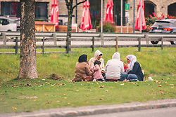 THEMENBILD - arabische Touristen sitzen in Gruppen auf einer Wiese im Ortsgebiet, aufgenommen am 29. September 2019, Kaprun, Österreich // Arab tourists sitting in groups on a meadow in the local area on 2019/09/29, Kaprun, Austria. EXPA Pictures © 2019, PhotoCredit: EXPA/ Stefanie Oberhauser