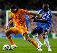 Photo: Daniel Hambury.<br /> Chelsea v Barcelona. UEFA Champions League, Group A. 18/10/2006.<br /> Chelsea's Claude Makelele and Barcelona's Edmilson compete for the ball.