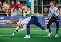 AMSTELVEEN - Yibbi Jansen (SCHC) scoort met rechts Xan de Waard (SCHC)  tijdens de competitie hoofdklasse hockeywedstrijd dames, Pinoke-SCHC (1-8) . COPYRIGHT KOEN SUYK