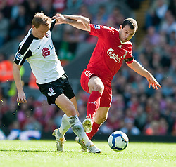11.04.2010, Anfield, Liverpool, ENG, Premier League, FC Liverpool vs FC Fulham, im Bild Liverpool's Javier Mascherano and Fulham's Damien Duff. EXPA Pictures © 2010, PhotoCredit: EXPA/ Propaganda/ D. Rawcliffe / SPORTIDA PHOTO AGENCY
