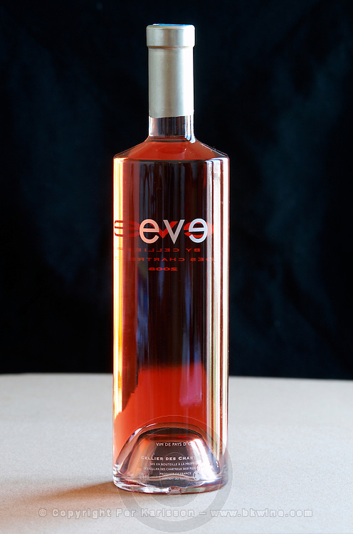 modern bottle style eve vdp d'oc cellier des chartreux rhone france