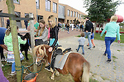 Nederland, Wijchen, 22-9-2013Burendag in en bij wijkcentrum de Brink. Kinderen kunnen een stukje op een pony rijden.Foto: Flip Franssen/Hollandse Hoogte