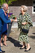 """Prinses Beatrix der Nederlanden is Zeist aanwezig bij het symposium """"Muscles2Meet - Neuromuscular Young Talent Symposium"""", een initiatief van het Prinses Beatrix Spierfonds. <br /> <br /> Princess Beatrix of the Netherlands attends  the symposium """"Muscles2Meet - Neuromuscular Symposium Young Talent"""", an initiative of the Princess Beatrix Fund Spier.<br /> <br /> Op de foto / On the photo:"""