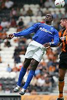 Fotball<br /> Treningskamper England<br /> 31.07.2004<br /> Foto: SBI/Digitalsport<br /> NORWAY ONLY<br /> <br /> Hull City v Birmingham City<br /> <br /> Birmingham's Emile Heskey (l) competes in the air with Hull's Damien Delaney (r).