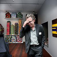 Nederland, Amsterdam , 29 januari 2015.<br /> De wereld draait door heeft donderdag een pop-up museum geopend in het Allard Pierson Museum in Amsterdam.<br /> Het televisieprogramma, dat dit jaar tien jaar bestaat, heeft met een aantal van haar vaste gasten een deel van het museum ingericht met werk uit de depots van tien grote musea in Nederland.<br /> Gastconservatoren onder wie Jan Mulder, Nico Dijkshoorn, Joost Zwagerman, Marc-Marie Huijbregts en Halina Reijn gingen in de depots van de grote musea op zoek naar verborgen kunstwerken. Ieder museum heeft een zaal in de tentoonstelling die door de gastconservator zelf is ingericht. Zij geven in de DWDD-uitzending van donderdagavond uitleg over hun kunstschatten.<br /> Het Allard Pierson Museum is het archeologiemuseum van de Universiteit van Amsterdam. Het pop-up museum is vier maanden lang te bezoeken.<br /> Op de foto: TV personality Jan Mulder in de door hem ingerichte tentoonstellingruimte.<br /> Foto:Jean-Pierre Jans
