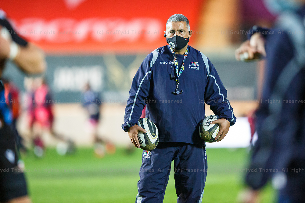 Llanelli, UK. 8 November, 2020.<br /> Zebre head coach Michael Bradley wearing a mask ahead of the Scarlets v Zebre PRO14 Rugby Match.<br /> Credit: Gruffydd Thomas/Alamy Live News