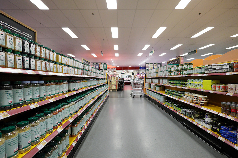 wholesale supermarket aisle